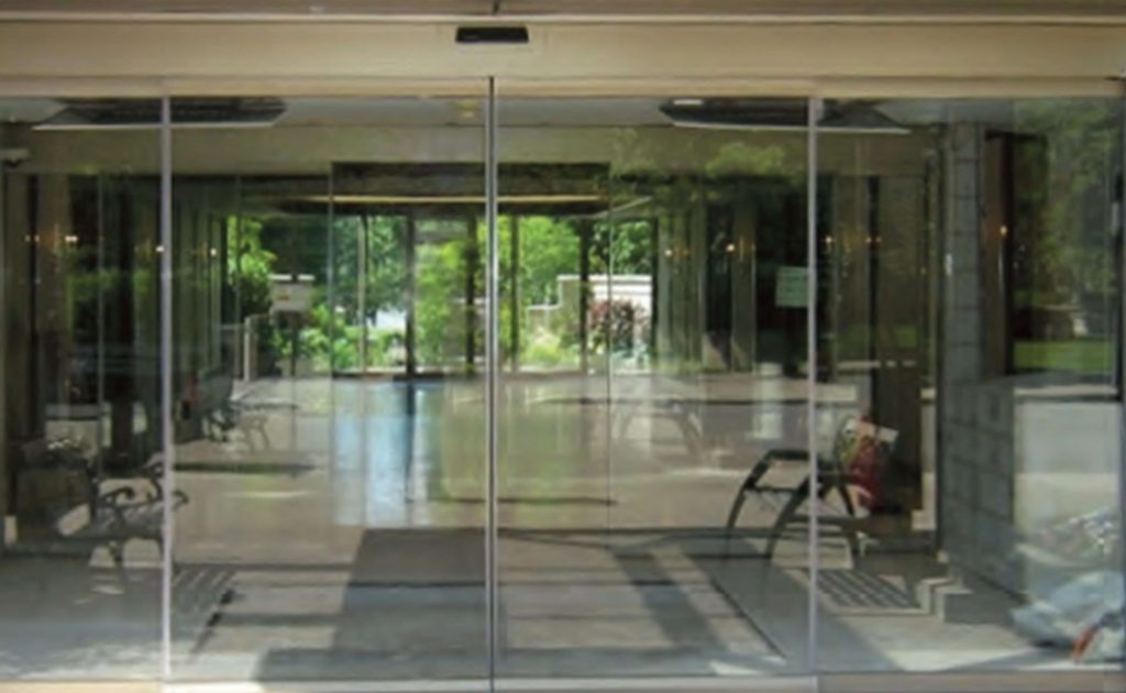 Capital Glass provides Reno, Carson City and the Northern Nevada area with the best in residential and commercial glass services. Our services include glass repair, window repair, automatic door installation, and frameless shower enclosures. aluminum doors 2