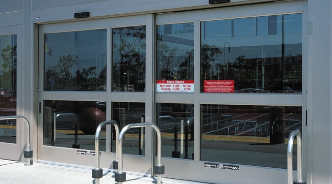 Capital Glass provides Reno Carson City and the Northern Nevada area with the best in & Doors / Storefront Systems pezcame.com